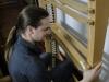 Oliver Schulte setzt die Pedalklaviatur zusammen, die zu 100% in unserer Firma entstanden ist.